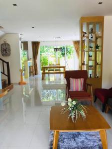 Ein Sitzbereich in der Unterkunft Seava House Ao-Nang Krabi