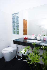 Ein Badezimmer in der Unterkunft Nadivana Serviced Apartments