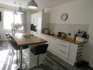A kitchen or kitchenette at Pyrenees Accommodation Sarrancolin