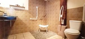 A bathroom at APARTAMENTO ENEKOIZAR