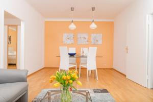 A seating area at Appartements Ferchergasse