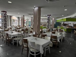 Een restaurant of ander eetgelegenheid bij Turbo Club