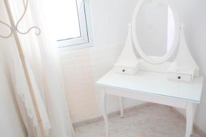 A bathroom at Good Vibes Beach Apartment in front of the sea Ashdod