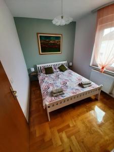Postel nebo postele na pokoji v ubytování Apartman Jelačić Vinkovci