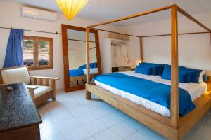A bed or beds in a room at La Masía de Formentera