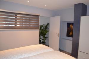 A bed or beds in a room at Relaxed Apartments Haarlem