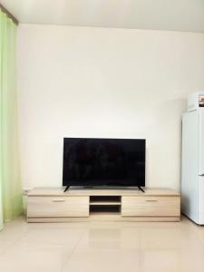 A television and/or entertainment centre at Студия в ЖК Парад Планет