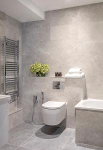 Salle de bains dans l'établissement Arlington House Apartments
