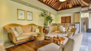 A seating area at DISINI Luxury Spa Villas