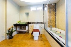 Ein Badezimmer in der Unterkunft Irawan House