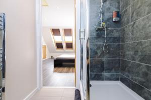A bathroom at Bright+Modern Town House