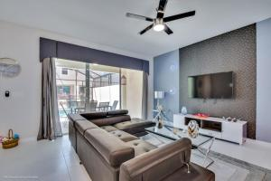 A seating area at EV260344 - Solara Resort - 5 Bed 4.5 Baths Townhouse
