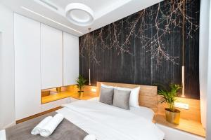 A bed or beds in a room at Bed&Bath Novum Apartments