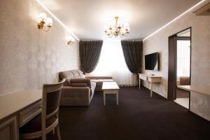 A seating area at Vladykino Apart-Hotel