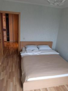 A bed or beds in a room at Apartment Dmitrovka Center