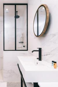 A bathroom at Getaway Studios Gent