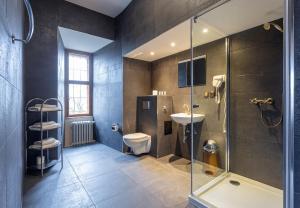 A bathroom at Zamek Czocha