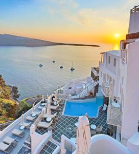 A view of the pool at Oia Mare Villas or nearby