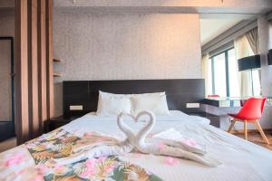 A bed or beds in a room at The Landmark by Katana