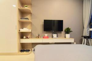 A television and/or entertainment center at Linh Tran - Rivergate Apartments Free Infinity Pool & GYM