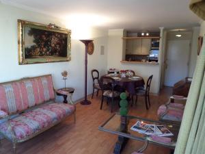 Zona de estar de Costanera Center Apartment