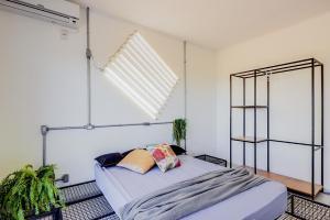 A bed or beds in a room at Campeche Ap 07 - 50 m da praia