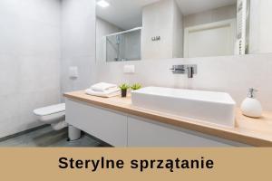 A bathroom at Q17 Apartments