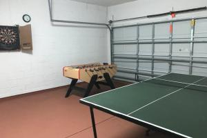 Table tennis facilities at Seventh Heaven Resort Villa or nearby