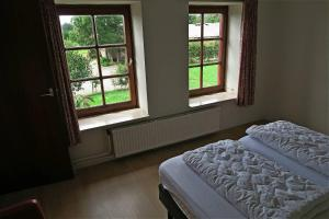 A bed or beds in a room at Mergelhoeve