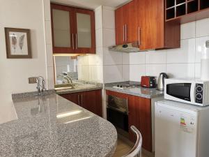 Una cocina o zona de cocina en HomyRent Apartment Apoquindo 6445
