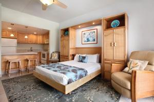 A bed or beds in a room at Royal Sea Cliff Kona by Outrigger