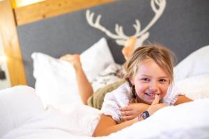 Kinder, die in der Unterkunft Apartments Riega übernachten