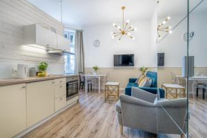 A kitchen or kitchenette at Apartamenty Katrin Home