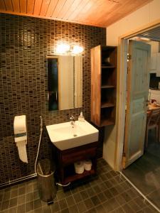 Ein Badezimmer in der Unterkunft Vuokatinmaa Holiday Apartments