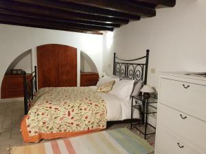 A bed or beds in a room at Appartamento Roma Antica
