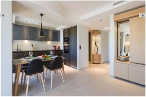 A kitchen or kitchenette at Azur 3000