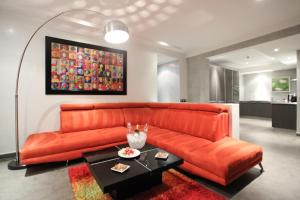 A seating area at Medina Loft & Spa