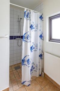 A bathroom at Rödlix Vandrarhem & Camping