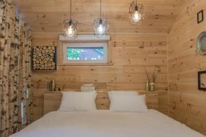 A bed or beds in a room at Wooden Nest