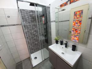 A bathroom at Hosting Aparments