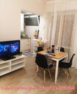 A television and/or entertainment centre at Giuly'S House Cozy & Comfy Apartment in Rome ....Real Rome !!!