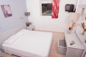 A bed or beds in a room at Marika's Apart's & Studios