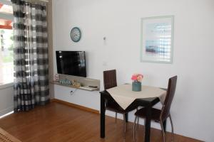 A television and/or entertainment centre at Apartments Kimm