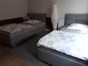 A bed or beds in a room at Głogów Przy Chopina