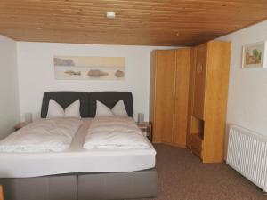 Ein Bett oder Betten in einem Zimmer der Unterkunft Ferienwohnung Steinbacher