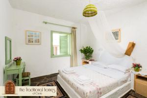 A bed or beds in a room at Elounda Apartments