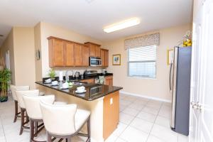 A kitchen or kitchenette at 2784CA home