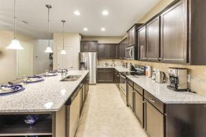 A kitchen or kitchenette at 8812WWS home