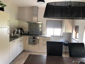"A kitchen or kitchenette at Vakantiewoning ""de Mussenput"""