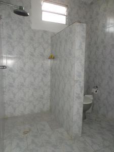 A bathroom at Casa na Praia de Atalaia